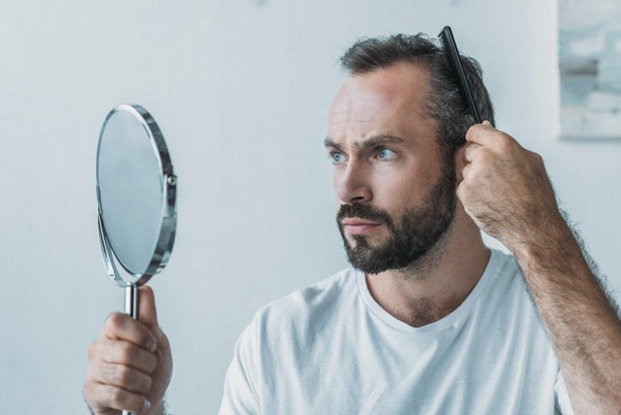 Co jest przyczyną wypadania włosów