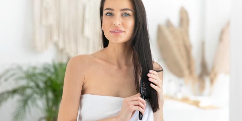 Jak skutecznie nawilżać włosy