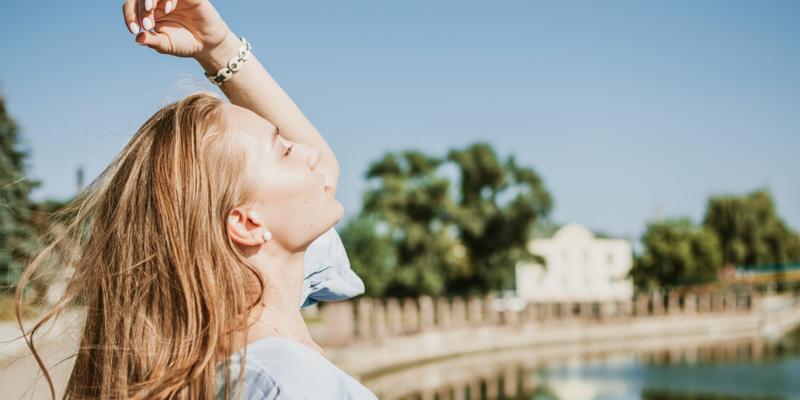 Jak zadbać o suche włosy